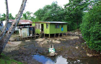 Urban informal settlement in Fiji. Photo: CRC for Water Sensitive Cities.